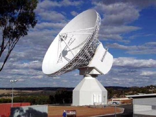 Az ESA ESTRACK nagy hatótávolságú követőállomás hálózatának legújabb eleme a 35 méteres átmérőjű antenna New Norcia rádióteleszkóp Ausztráliában. (ESA ESTRACK)
