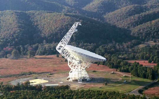 A Green Bank rádiótávcső. Forrás: NRAO/AUI.