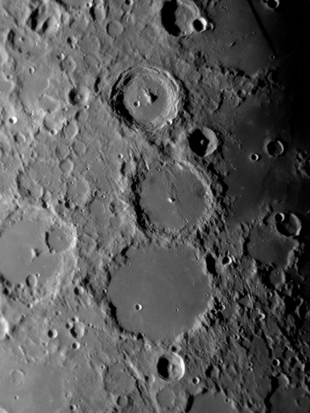 A hét csillagászati képe 2009. április 4-én készült 18:15 UT-kor. Intes 150/900 Makszutov-Newton, Nikon Coolpix 4300, ISO 100, 3 x 1/4 s expozíció.
