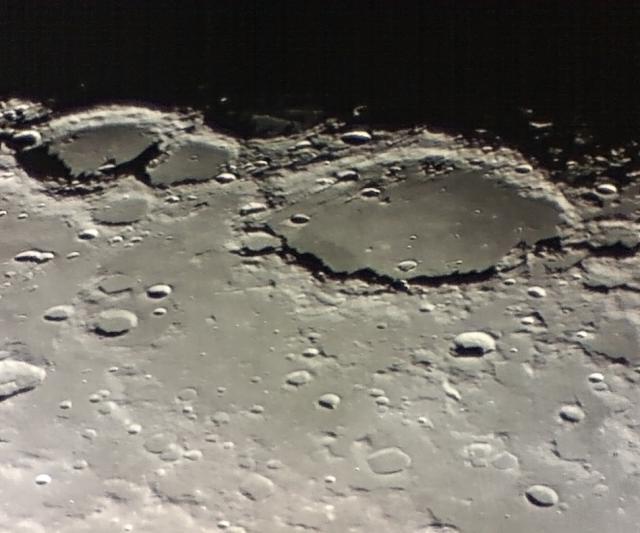 A felvétel 2009. január 8-án 20:55 UT-kor készült Intes/Gemini 150/900 Makszutov-Newtonnal, 3x-os Barlow-lencsével, QuickCam Pro 9000 webkamerával (három kiválasztott felvétel átlaga).