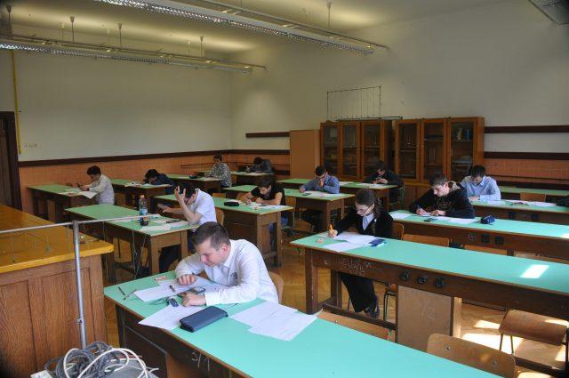A versenyzőknek komoly kihívást jelentő eléleti feldatokkal kellett megküzdeniük (fotó: Dr. Hegedüs Tibor).