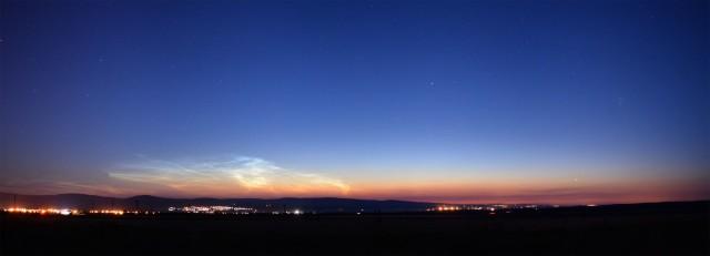 Éjszakai világító felhő a Bakony felett, Landy-Gyebnár Mónika felvételén (2014. július 4.).