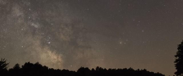 A Tejút a Sagittarius és a Scorpius területén. Soponyai György felvétele 2014. június 28-án készült. (Canon EF 50/1,4, Canon EOS 5D Mark II, exp. idő:26 s, f/2,2, ISO 3200)