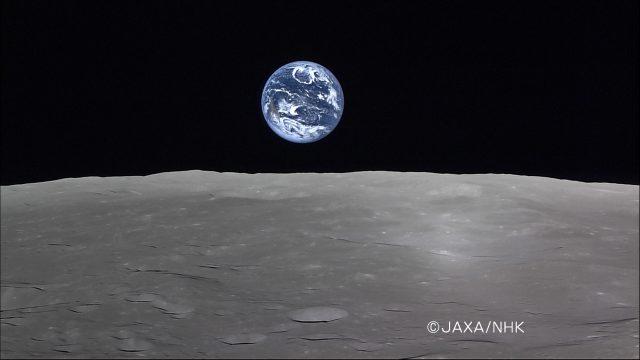 Teleföld a Hold fölött. Nem NASA-felvétel, a japán Kaguya/Selene-szonda készítette 2008. április 6-án. Nincs köze a cikk témájához, csak annyiban, hogy nekem sokkal jobban tetszik, mint a szuperholdfotók. (JAXA/NHK)