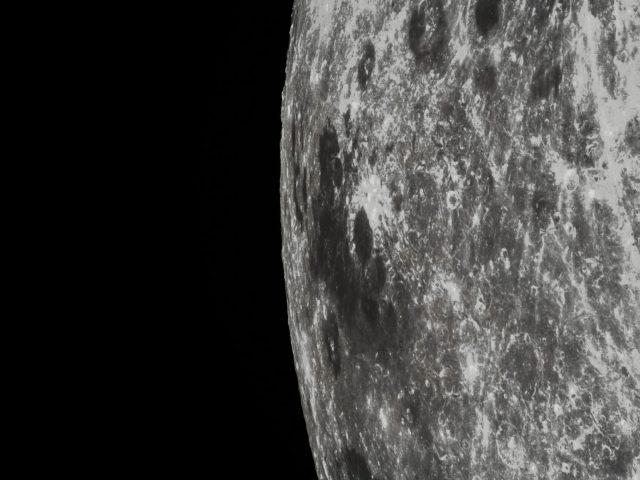 Részlet a Hold peremvidékéről: a Mare Marginis (Perem-tenger) a Chang'e 5T1 felvételén. A Mare Marginis a földi észlelők számára is megfigyelhető. (www.universetoday.com)
