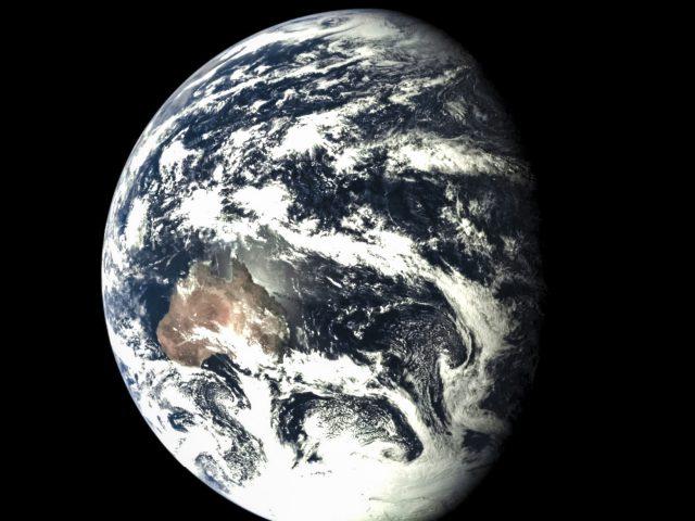 A Chang'e 5T1 felvétele október 24-én készült Földünkről (jól kivehető Ausztrália és az Antarktisz). (www.universetoday.com)