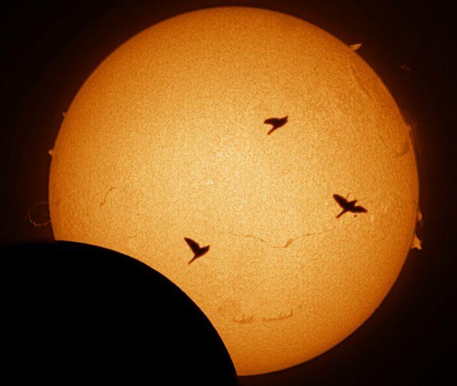 Bajmóczy György felvételén nem csak a Hold vonult át a napkorong előtt!