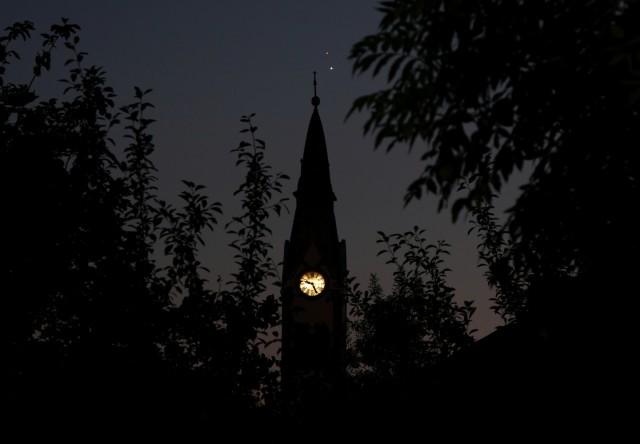 Bánfi János Szentesről örökítette meg a két bolygót. Ha a templom órája pontos, akkor a felvétel 21:26-kor készült.