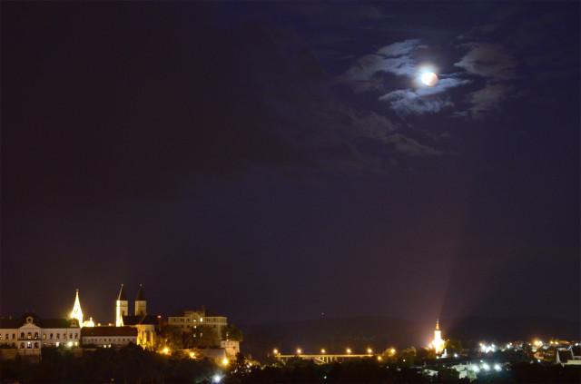 Landy-Gyebnár Mónika hangulatos felvétele Veszprém egén mutatja a jelenséget.