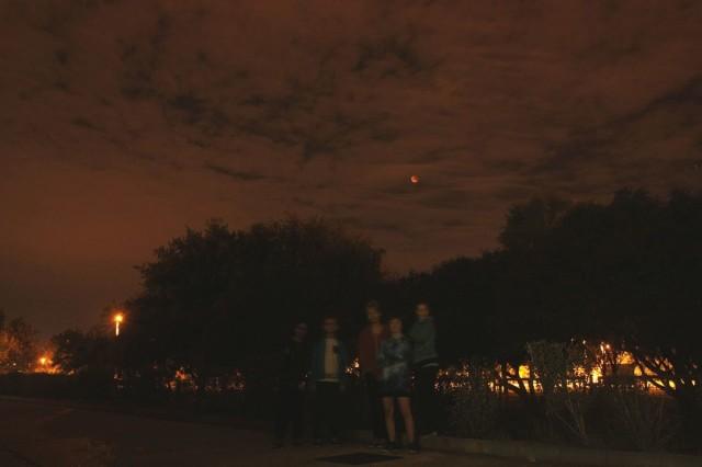 A csepeli felhős holdfogyatkozás a Tejút utcából. Becz Miklós felvétele