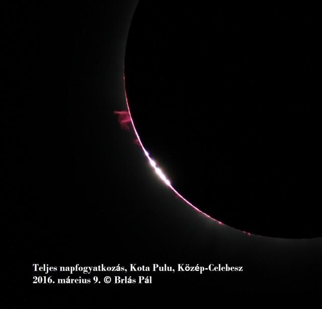 80/540 mm-es William Optics Zenith Star II ED hordozható távcsővel, 10 kg teherbírású Induro fotóállványon, primer fókuszban Canon 60 D digitális kamerával fotózva Baily-gyöngyök (a Hold hegyei között még átsütő napsugarak) láthatók belépéskor. A rózsaszín foltok a Nap peremén napkitörések (protuberanciák), a vékony rózsaszín görbe a Nap peremén a Nap légköre (kromoszféra).