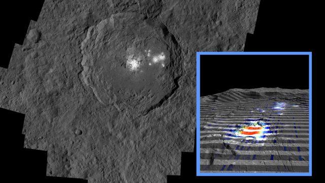 Az Occator kráterben található fehér foltok, melyek valójában nátrium-karbonátból állnak.