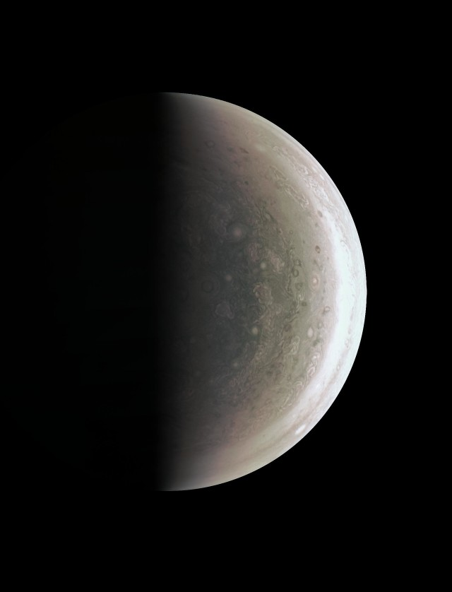 A Jupiter déli pólusa. (NASA / JPL / SwRI / MSSS)